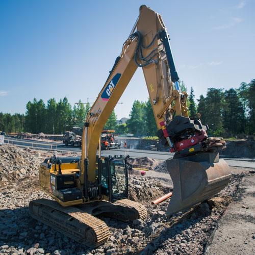 Koneet ja kapasiteetti: Kaivinkoneet - Maanrakennus J. Karell
